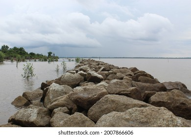 A stone dam holds seawater and at the same time acts as a path