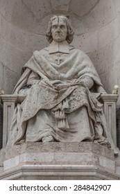 stone male monument/priest monument/monument