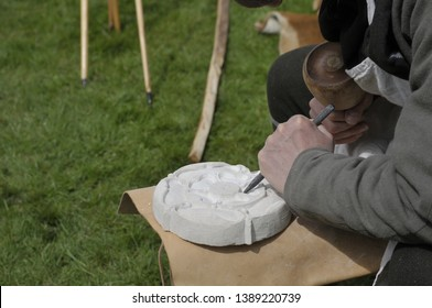 Imágenes, fotos de stock y vectores sobre Stone+carving+