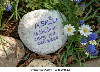 Stone with text: A smile is the best thing you can wear