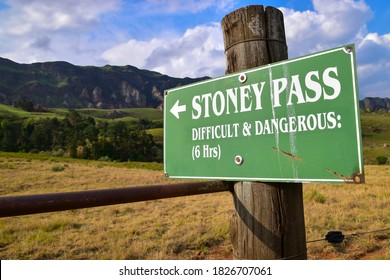 Stoney Pass sign post, a beautiful difficult and strenuous 6h hike with amazing spectacular mountain views, Drakensberg, South Africa
