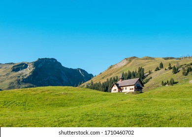 Stoos-Kirche church in front of the Fronalpstock mountain, Stoos, Morschach, canton of Schwyz, Switzerland