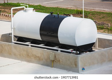 Storage one of fuel oil in the horizontal tanks and pipeline