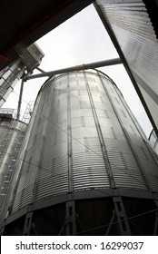 Storage silo for soy beans and other agricultural commodities