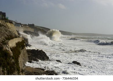 Storm Ophelia, 16/10/2017 Cornwall, UK. Storm Ophelia batters Porthleven on the Cornish coastline as the tide flooded in.