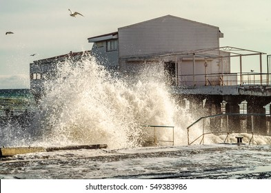 storm surges from the sea, on the wharf