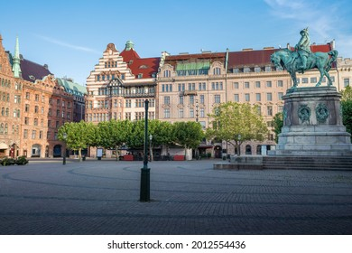 Stortorget Square and the statue of King Karl X Gustav of Sweden - Malmo, Sweden