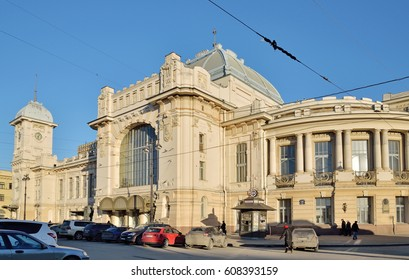 ST.PETERSBURG, RUSSIA - MARCH 24, 2017: Car Parking in front of the Vitebsk railway station in the rays of the sun