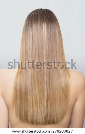 straight blonde hair behind の写真素材 今すぐ編集 278203829