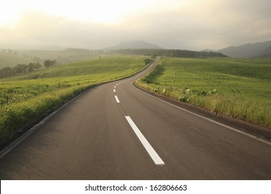 The straight road of twilight