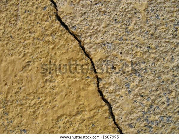 Straight wall crack