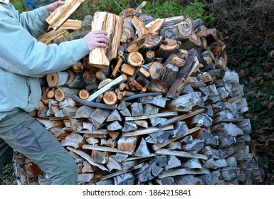 straightening chopped wood into a lump. folding into the shape of a dome of a circular structure made of a block of wood. the man takes each log in his hand and puts it in place. people steal cottage