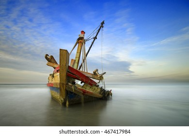 Stranded boat becomes a shipwreck
