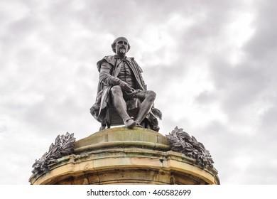 STRATFORD UPON AVON, ENGLAND - JULY 10, 2016: William Shakespeare statue in Stratford Upon Avon, Warwickshire, England, the writer's birthplace.