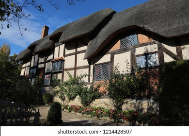 Stratford-upon-Avon, Warwickshire: Oct 2018: Anne Hathaway's Cottage and gardens in Warwickshire