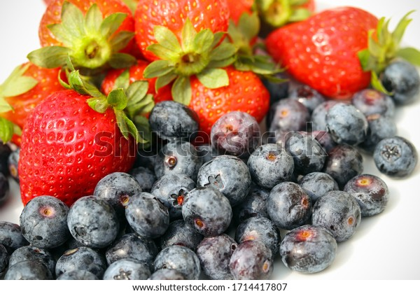 Strawberries and blueberries on a plate