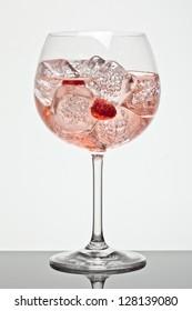 Strawberries and raspberries gin tonic