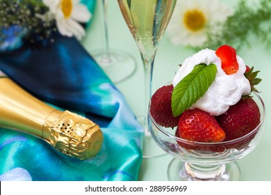 Strawberries with whipped cream and champagne on Wimbledon