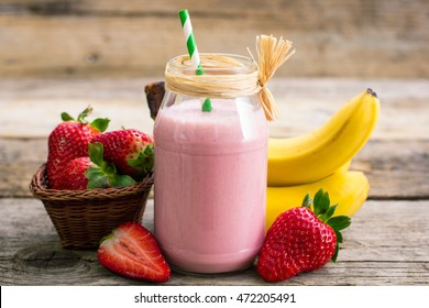 Strawberry and banana smoothie in the jar