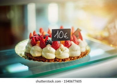 strawberry cake with cream with a price of ten euros in the shop window