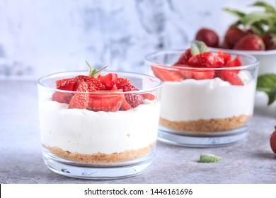 Strawberry Cheesecake Breakfast Parfait Pudding . Easy No-Bake Cheesecake Parfaits. Fresh Berries with Mascarpone Cream.
