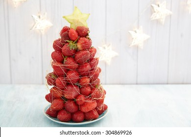 Strawberry Christmas tree with star fruit and caramel