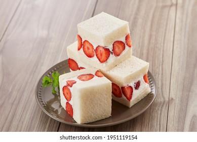 strawberry fruit sandwiches (Fruit Sando)