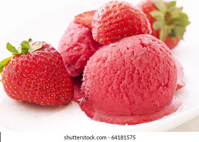 Strawberry ice with Strawberries