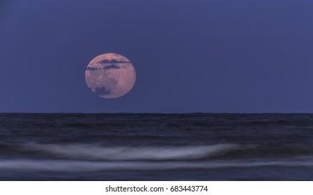 Strawberry Moon Low to Horizon