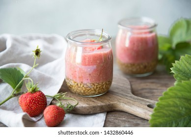 strawberry smoothie with flax seeds
