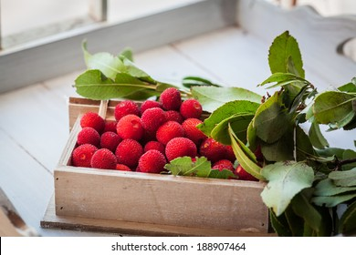 Strawberry tree fruits placed in a wooden box