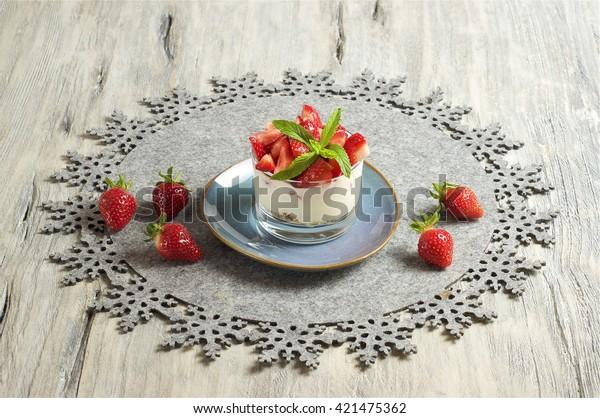 Strawberry, yoghurt & muesli
