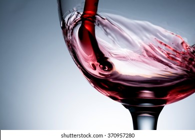 stream of wine being pouring into a glass  closeup,  wine, splashing, splash,