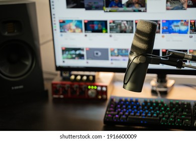 A Streaming Professional streaming setup with industry standard SM7b microphone.