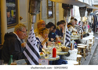 Street cafes in the city of Paris - PARIS / FRANCE - SEPTEMBER 25, 2016