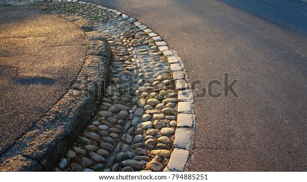 A street curve in Avignon
