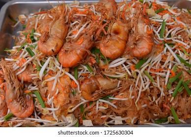 street food : Pad thai with shrimp tasty food from Thailand