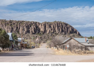 Street in Fort Davis, TX with mountains in the background