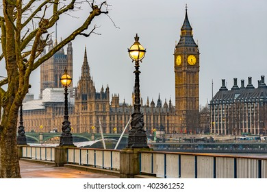 Street Lamp on South Bank of River Thames with Big Ben, Elisabeth Tower and Palace of Westminster in Background, London, England, UK