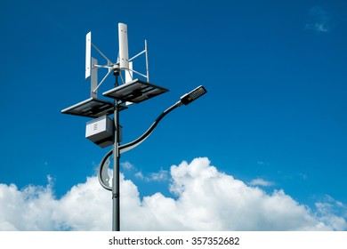 Street lighting powered with solar and wind energy