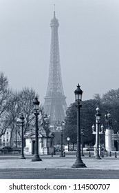 Street lights la Concorde, the Eiffel Tower in the background, in Paris, France.