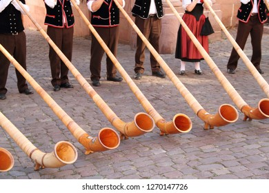 Street music with the alphorn