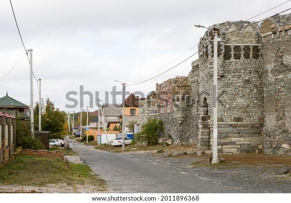 street-road-stone-castle-wall-600w-20118