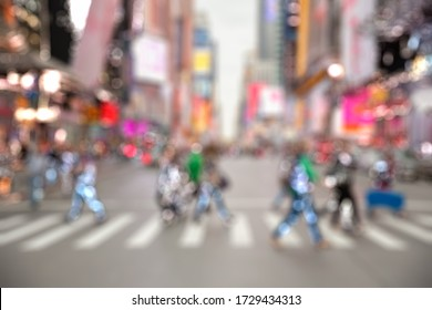 STREET RUSH WITH BLUR OF PEOPLE, URBAN BACKGROUND IN MODERN CITYSCAPE WHILE PEDESTRIANS CROSSING THE CITY ROAD