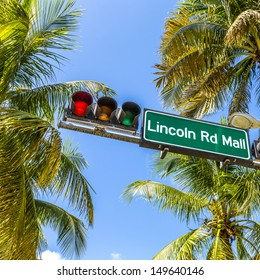 street sign Lincoln Road Mall in Miami Beach, the famous central shopping mall street in the art deco district