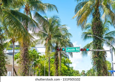street sign Lincoln Road in Miami Beach, the famous central shopping mall street in the art deco district