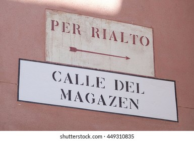 Street sign to Rialto and Rialto Bridge in Venice - VENICE, ITALY - JUNE 28, 2016