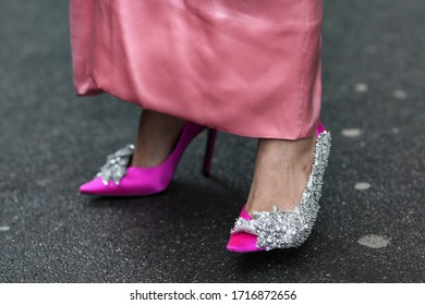 Street style accessories – Pink satin high heels with sequins embroidery details - StreetStyleFW2020