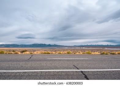 Street that crosses the desert of Mojave.