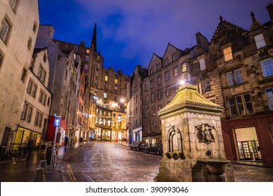 Street view of the historic old town, Edinburgh, Scotland